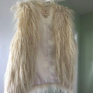 VEGAN Faux fur white vest boho chic sz. S